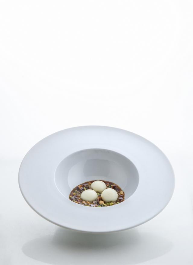 A modo de estofado salazones:vegetales,anchoas, papada con bombones de Idiazabal