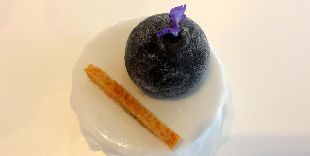 Moshi de torta de la serena y trufa negra