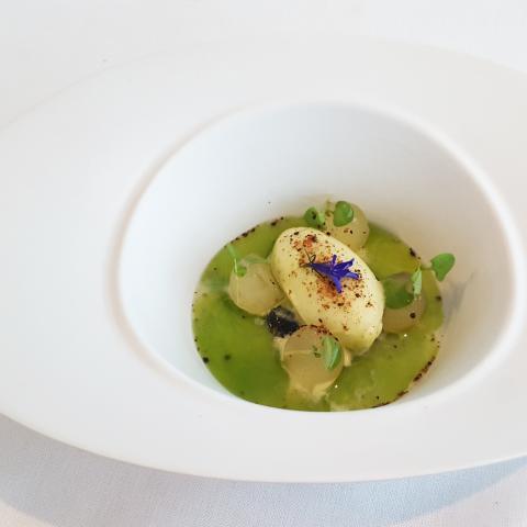 Melón cru con té blanco y helado de cítricos herbáceos