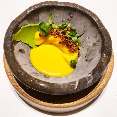 Mango maduro, curry dulce, hierbas y semillas (2013/15)