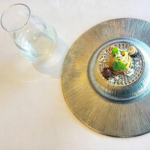 Magret de pato con pasta de boletus y foie / Agua de manzana, apio y jengibre