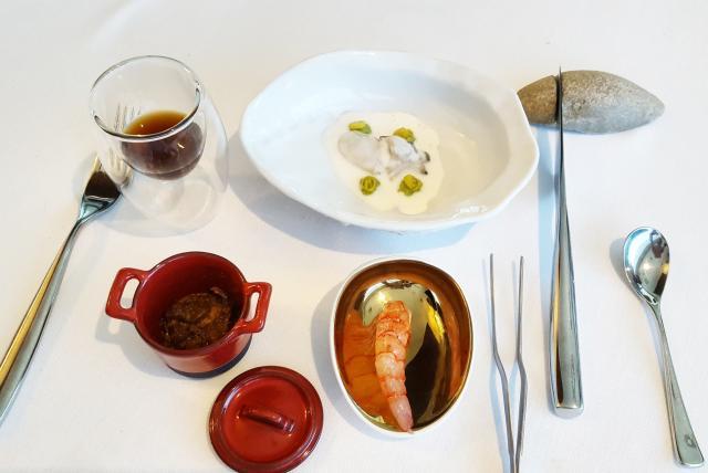 Guiso de galete y médula de atún con garrofón; gamba roja de Denia;Ostra cítrica