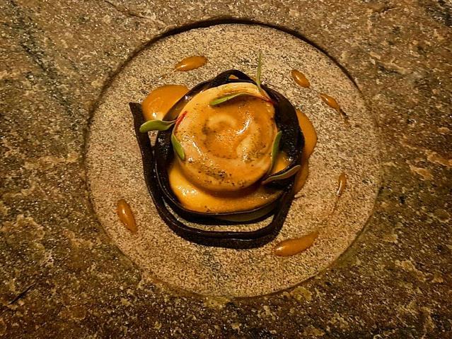 Suquet de Gatet de mar en marinera de miso, con espagueti de mar y cremoso de pa