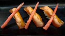 Nigiri de salmón escocés marinado en miso