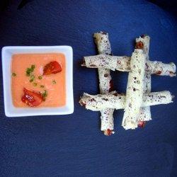 Gazpacho con rollitos ibéricos crujientes