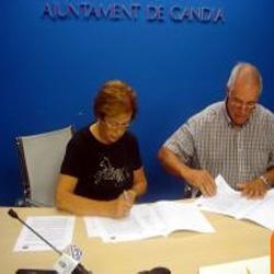 El Ayuntamiento firma un convenio con la Asociación Gastronómica Fideuà de Gandi