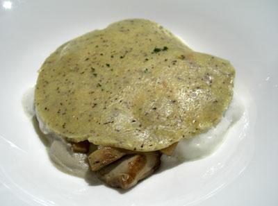 Polenta concia con setas y fondue de queso Toma