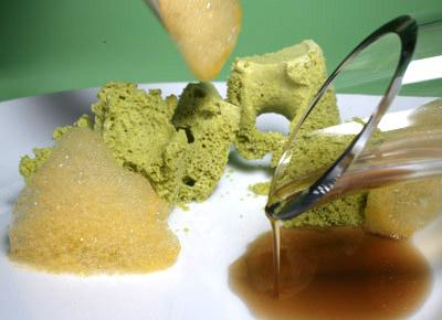 Sopa de Trufa con Pan de Pistachos y Aire de Mandarina