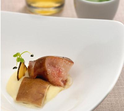 Homenaje al Cerdo Iberico: Morro, Oreja, Papada y Caldo con Espuma de Patata