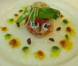 Terrina de galeras crudas con tomates confitados a los tres pestos