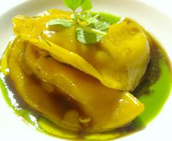 Raviolis de conejo y foie gras con hierbas campestres
