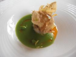 Royal de buey de mar con crocante de foie gras y menta