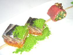 Lomos de sardina con tostadas de tomate y albahaca