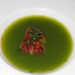 Foie de mar con zumo de cilantro