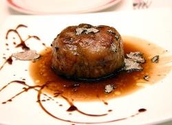 Manitas de cerdo con foie gras y trufa