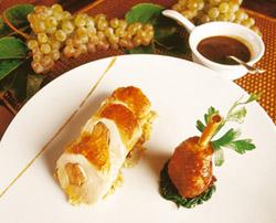 Gallina de corral del sureste, su pechuga rellena de foie gras, su muslo con agr
