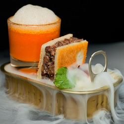 Bikini de rabo con sopa de pimientos asados y aire de cebolla (fotografía de Man