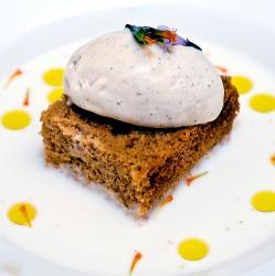 Pan de especias, sopa de jengibre y helado de canela y clavo
