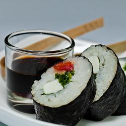 Sushi de tomates asados, mozarella y albacha (fotografía de Manuel Cuadro)